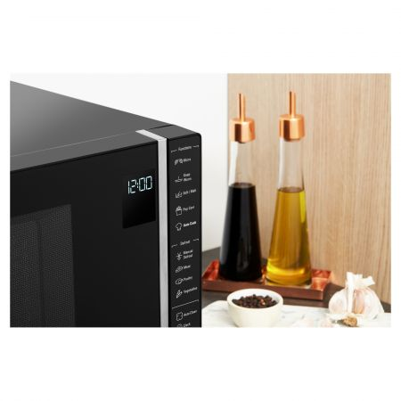 Hotpoint MWH301B 30L 900W Solo Microwave