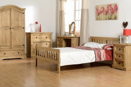 Stanton Bed in Pine